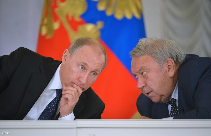 Putyin beszélget Fortovval a szentpétervári Állami Ermitázs Múzeumban megrendezett elnöki tanácson, az oktatásról és kutatásról 2014. december 8-án