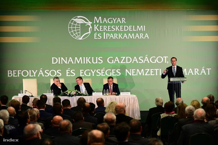 Varga Mihály beszél a Gazdasági Évnyitó nevű éves rendezvényen 2019. február 27-én