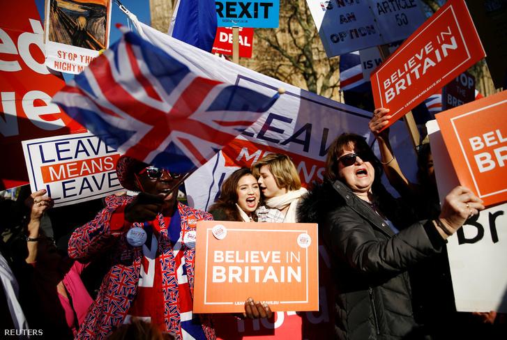 Brexit-párti tüntetők Londonban február 27-én
