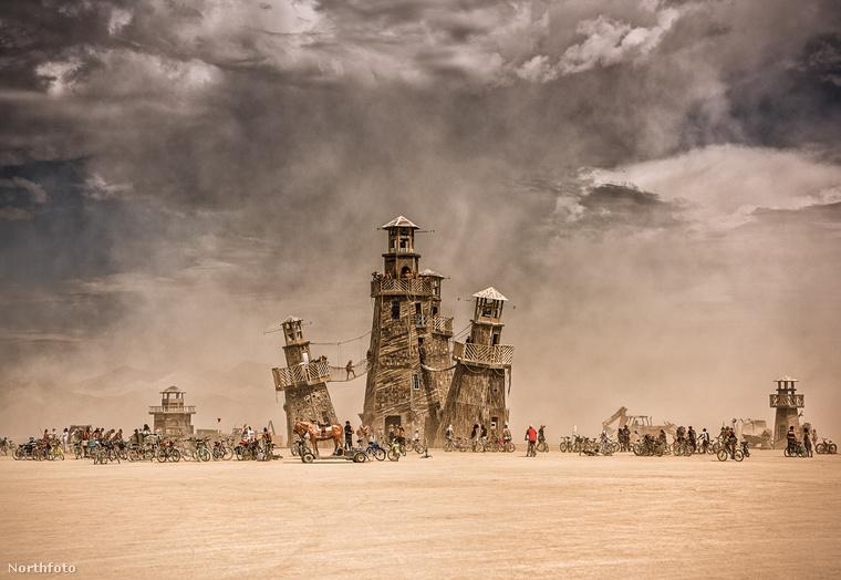 A másik pedig a MidBurn, ami az izraeli sivatagban található.