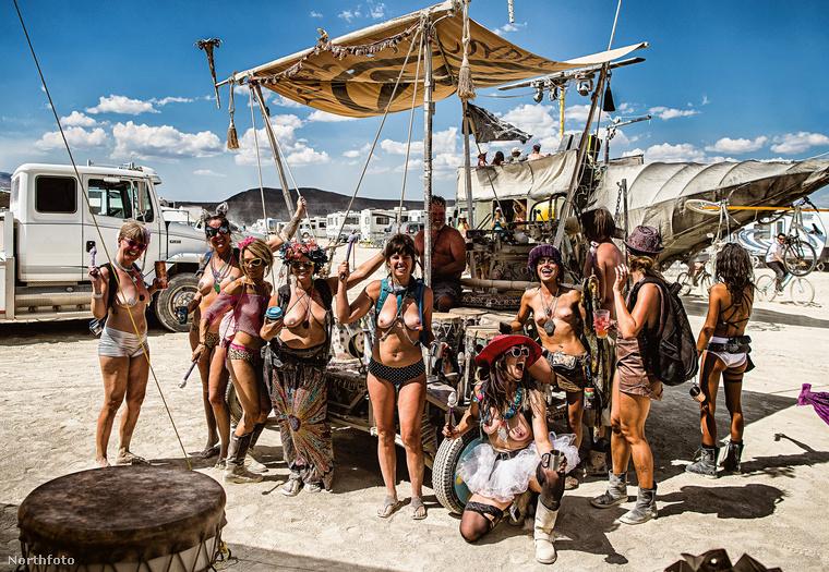 És az egész Burning Man nem is szól másról, mint a szabad, művész önkifejezésről.