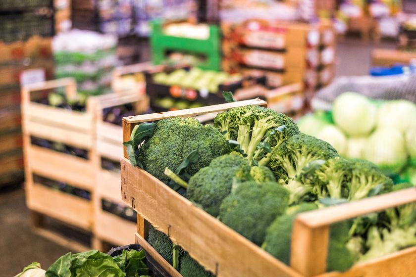 Bár a brokkoli tele van értékes vitaminokkal, de nagy mennyiségű tiocianátot is tartalmaz, ami gátolja a jód felszívódását. Ezért napi 175 grammnál többet nem célszerű fogyasztani.