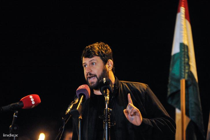 Puzsér Róbert beszédet mond 2018. október 23-án.