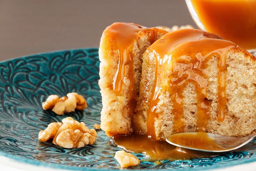 Diós, banános süti karamellel leöntve: csak keverj össze mindent