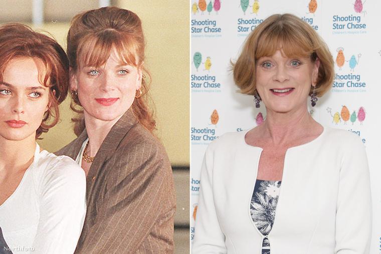 Már 1995-ben, a Pierce Brosnan érában járunk, a fotón pedig az akkori új Miss Moneypenny, Samatha Bond látható