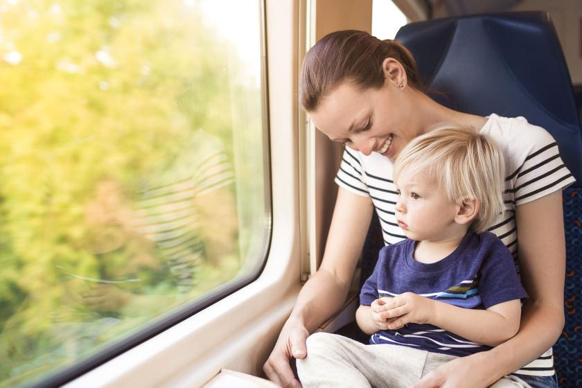 Utazás gyerekkel: ezekre gondolnod kell, mielőtt vonatra szállsz