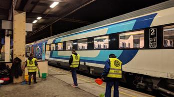 Gond van a magyar gyártású vasúti kocsikkal