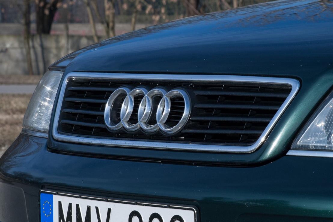 Egyszerű maszk, Audi-logóval