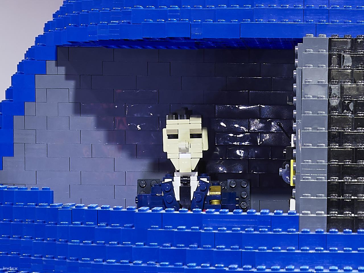 Az Lego Air Force One pilótája – 100 százalékos képkivágás a fenti fotó 150 megapixeles eredetijéből.