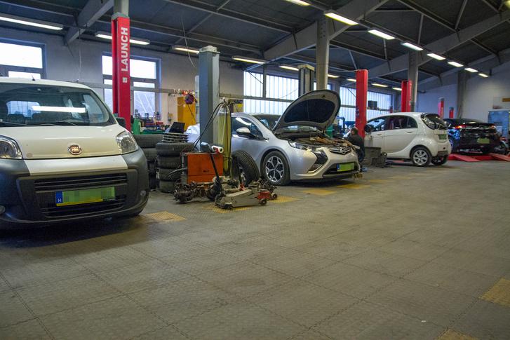 A villanyautó előnye, hogy szervizbe csak ritkán áll, és akkor is csak tervezhető karbantartás miatt