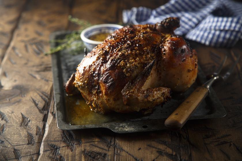 Mustáros pácban, ropogósra sült grillcsirke: ezt tedd, hogy ne száradjon ki a hús