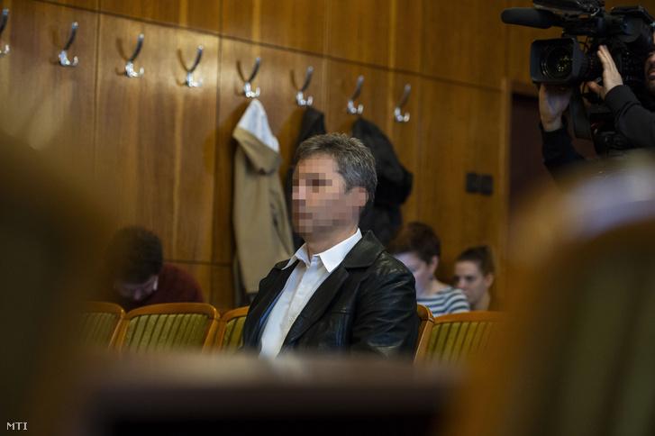 N. János az ellene emberölés miatt folytatott per tárgyalásán a Tatabányai Törvényszék tárgyalótermében 2019. március 1-jén.
