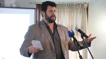 Puzsér Róbert szórólapon gyalázza az ellenzéki jelölteket