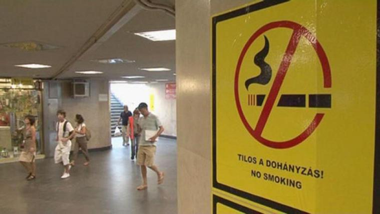 Mától tilos a dohányzás az aluljárókban