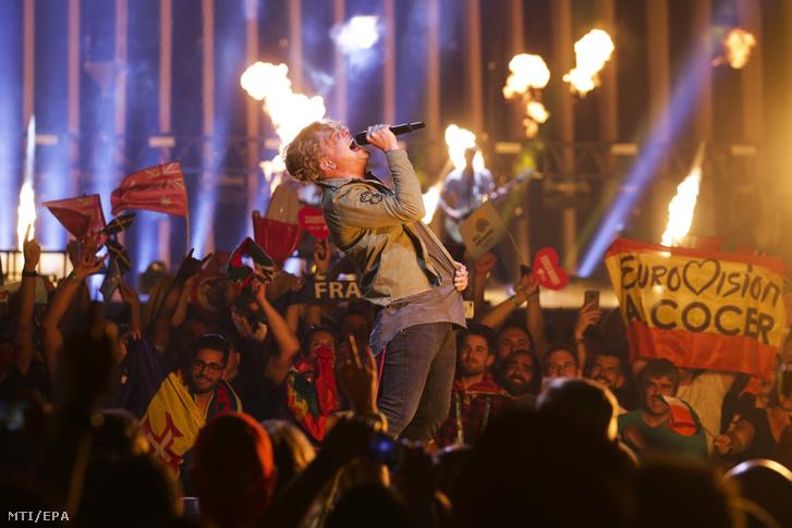 Siklósi Őrs énekes az AWS zenekar fellépésén, az Eurovíziós Dalfesztivál második elődöntőjében Lisszabonban 2018. május 10-én