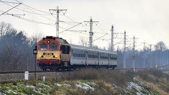 Frontális vonatkarambolt akadályozott meg egy miskolci váltókezelő