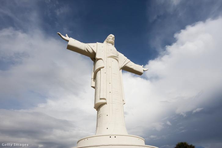 A bolíviai Cristo de la Concordia (vagyis a Béke Krisztusa) szobor.