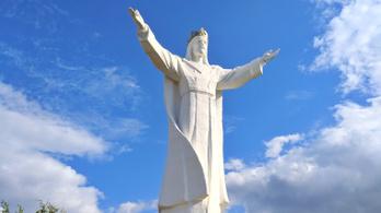 A város szégyene lett a világ legnagyobb Jézus-szobra