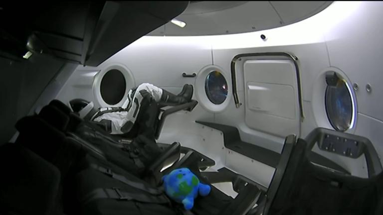 Ellen Ripley hadnagy a SpaceX űrhajóján a Nemzetközi Űrállomásra tart