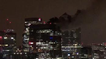 Londonban lángolt a Barclays Bank székháza