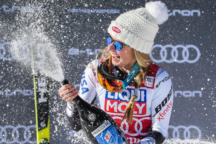 Mikaela Shiffrin ünnepel a Coridna d'Ampezzó-i szuper-G futam után