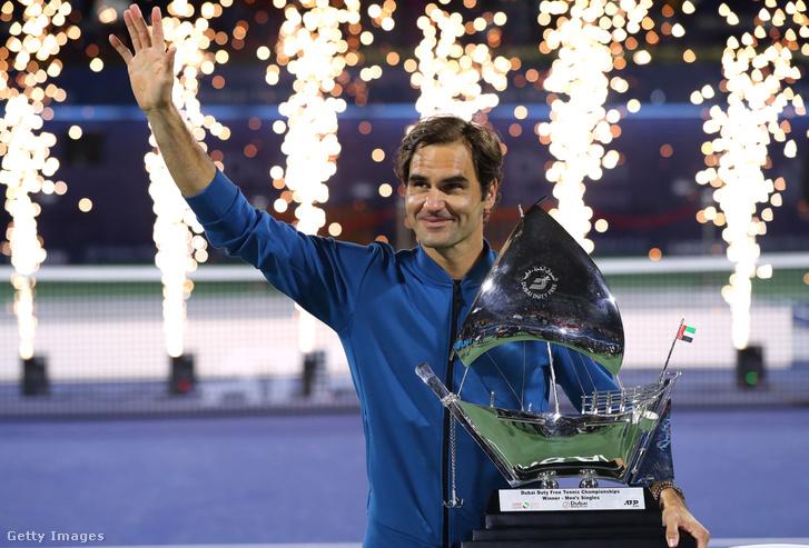 Federer a dubaji trófeával