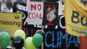 Merkel támogatja a hatékonyabb klímapolitikát követelő diákokat