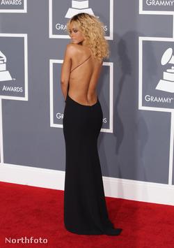 Rihanna hátulról
