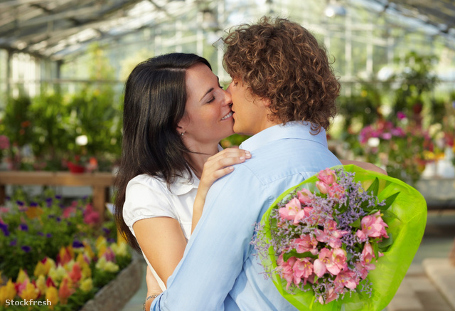 stockfresh 434396 couple-kissing-in-flower-nursery sizeM