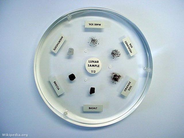 A NASA oktatási célra összeállított holdkőzet mintakészlete