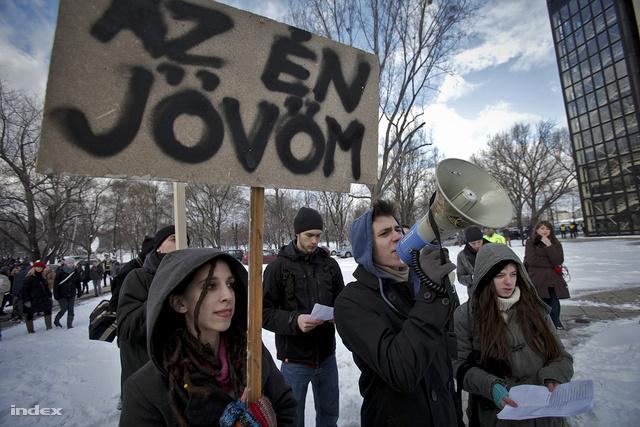 Tüntetés a felsőoktatási törvény ellen - ELTE                          Lágymányosi campus