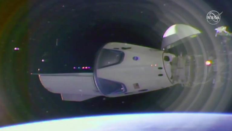 Sikeresen kapcsolódott a Nemzetközi Űrállomáshoz a SpaceX új űrhajója
