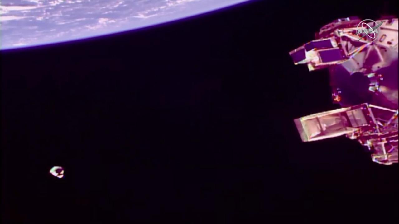 Vasárnap, magyar idő szerint 11 körül a Crew Dragon először kb. 130 méterre közelítette meg az ISS-t.