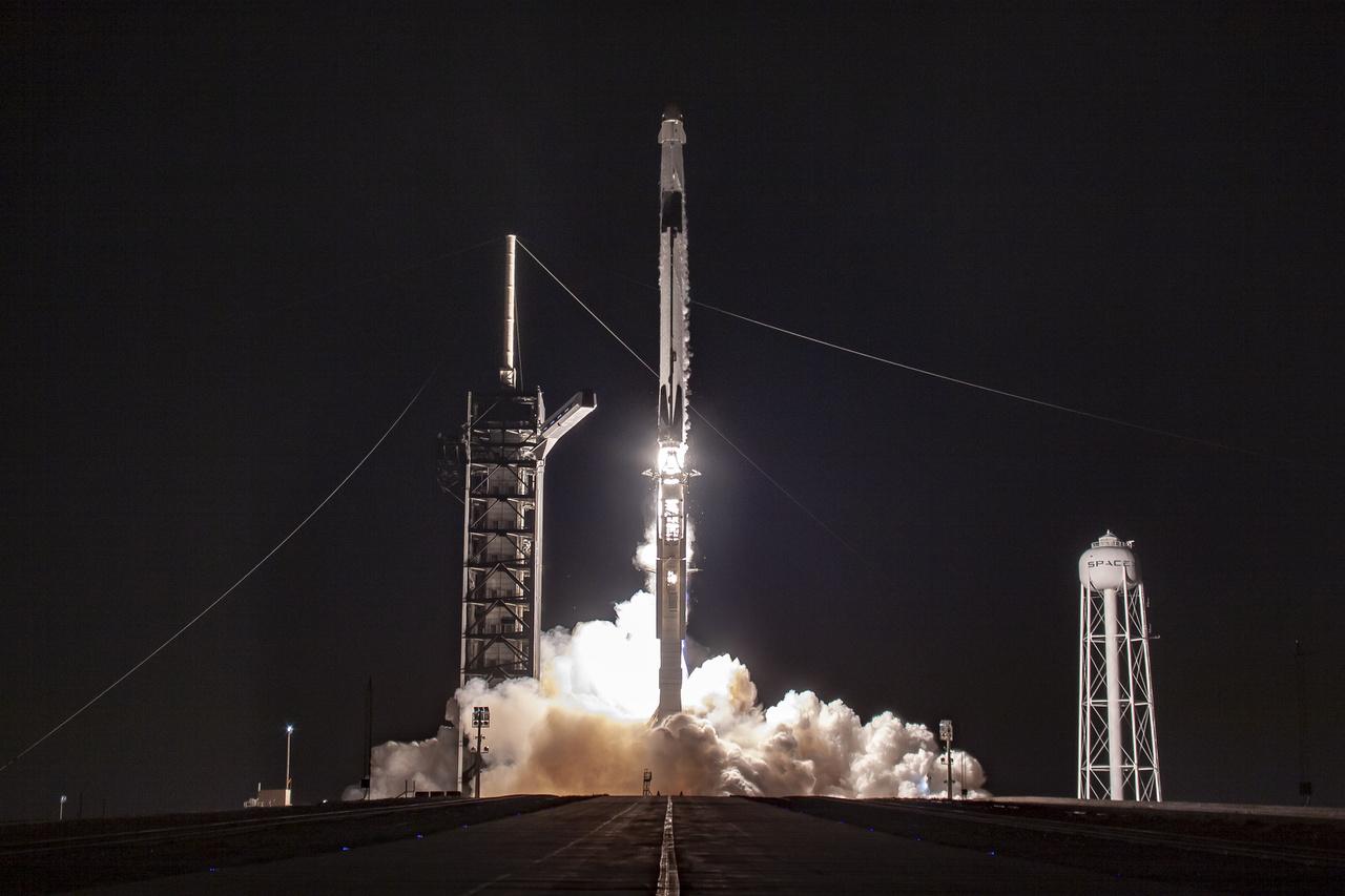 A Crew Dragon március 2-án hajnalban – magyar idő szerint 8 óra 49 perckor  – késlekedés nélkül, sikeresen elstartolt a Nemzetközi Űrállomásra.