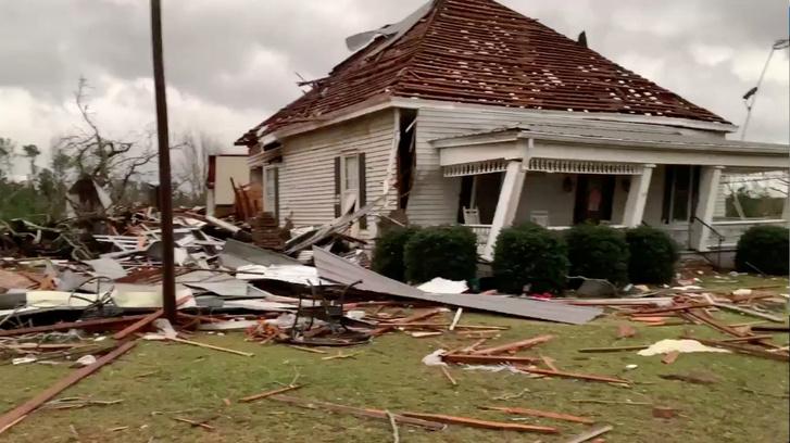 Tornádóban megsérült ház Alabamában 2019. március 3-án