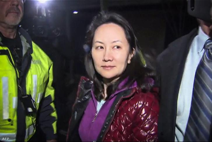 Meng Van-csouról készült kép, amint kilépett a vancouver-i bíróságról 2018. december 11-én