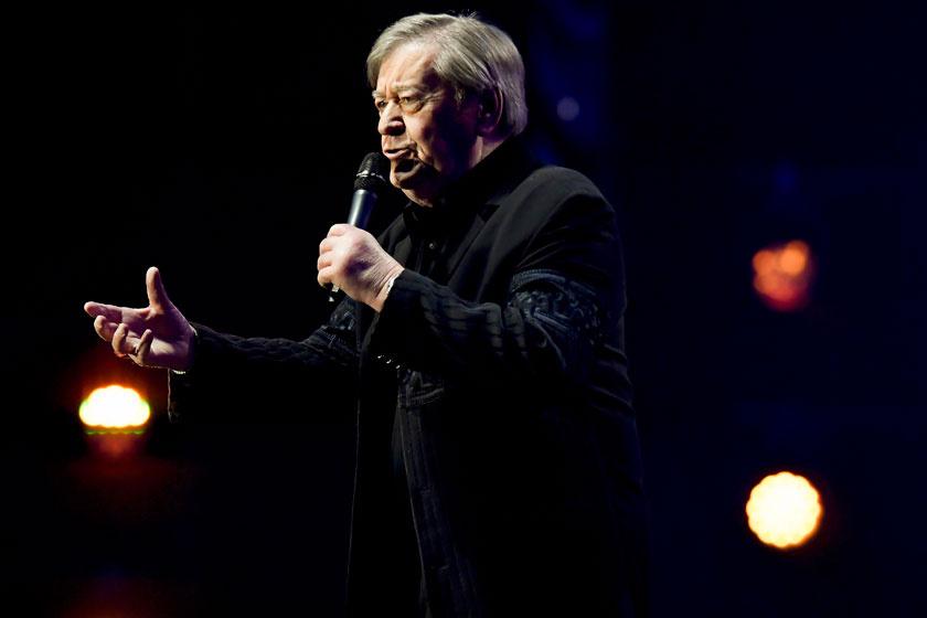 Koós János az 1967-68-as Táncdalfesztivált felidéző show-műsorban a Papp László Budapest Sportarénában 2018. január 13-án.