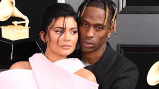 Kylie Jenner nem szakított pasijával, aki megcsalta őt