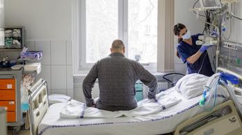 Férfi családtagjaikhoz azonnal, magukhoz ritkábban hívnak mentőt a nők szívinfarktus esetén