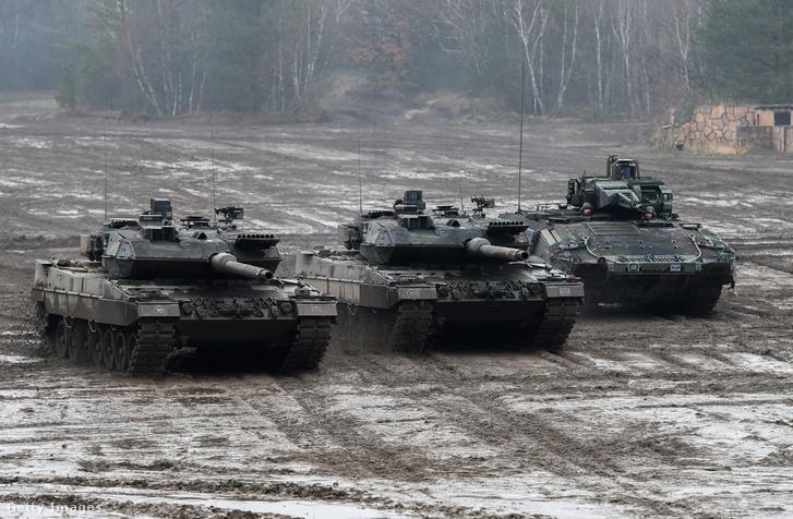 Német tankok és egy Puma egy hadgyakorlaton