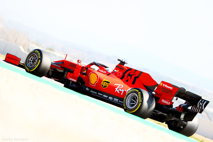 Az idei Ferrarin már fekete alapon van az MW-logó, kevésbé emlékeztet egy régi márkára