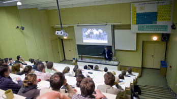 Még túlterheltebbek lettek az ELTE TTK oktatói a leépítések miatt