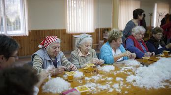 Kicsit csökkent a nyugdíjasok száma