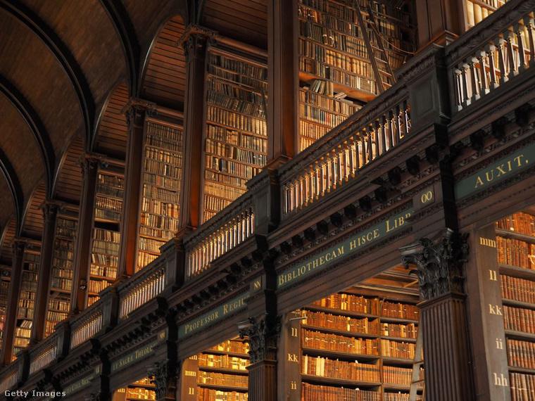 Trinity College Library ÍrországbanA dublini Trinity College Library  Írország legnagyobb könyvtára, és itt található a 9