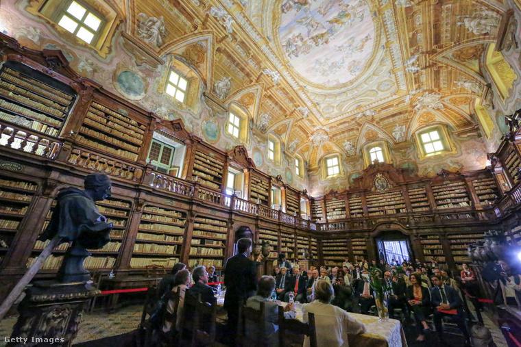 Biblioteca Statale Oratoriana dei Girolamini OlaszországbanA Biblioteca Statale Oratoriana Nápoly legrégebbi könyvtára, amit 1566-ban nyitottak meg a nagyközönség előtt