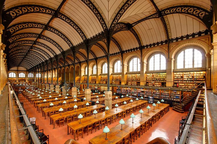 Bibliothèque Sainte-Geneviève FranciaországbanA párizsi könyvtár több mint kétmillió dokumentumnak és huszonnégy millió kötetnek ad otthont
