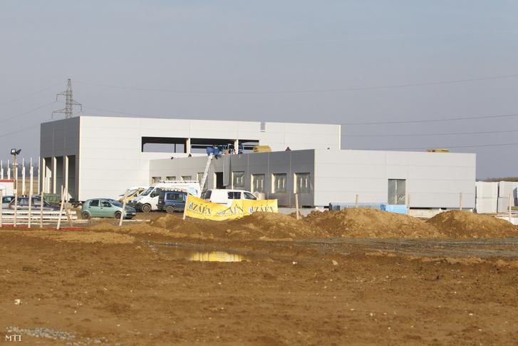 Az épülő járműipari tesztpálya leendő főépülete Zalaegerszegen 2018. január 25-én. A 250 hektáros területen 40 milliárd forintból épülő tesztpályán az önjáró és elektromos autókat tudják majd tesztelni hazai és külföldi gépjárműfejlesztők.