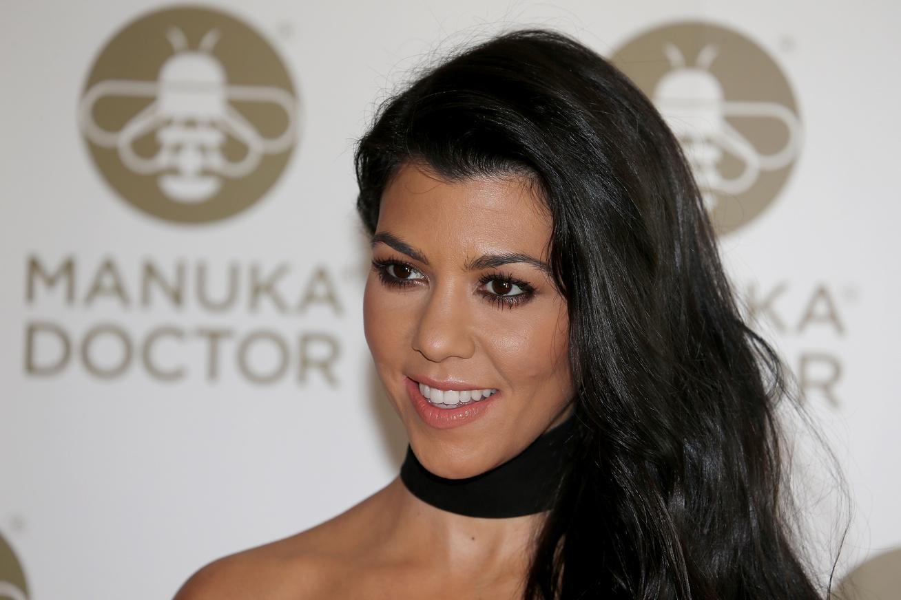 khloe-kardashian-meztelen-cover