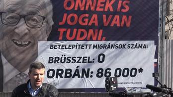 Átragasztja a kormányplakátokat a Jobbik