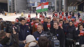 Külföldön kampányol az MSZP